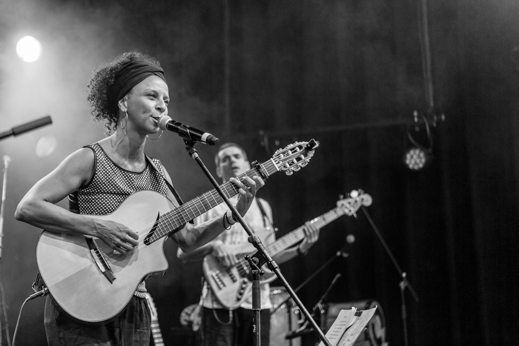 Simone Santos Accoustic Trio